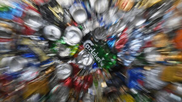 Жестяные банки на предприятии по глубокой переработке отходов