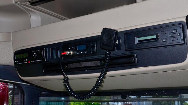 Тахограф в кабине грузового автомобиля