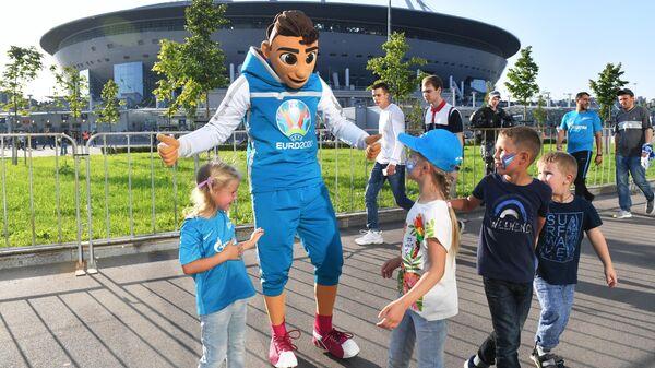 Официальный талисман чемпионата Европы по футболу 2020 Скиллзи