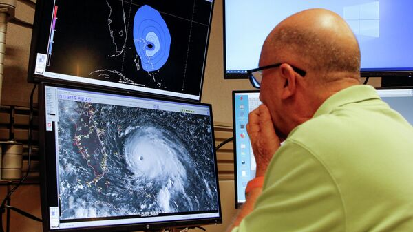 Наблюдение за ураганом Дориан в Национальном центре ураганов в Америке.  1 сентября 2019