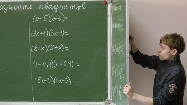 Ученик на уроке математики