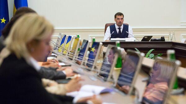 Премьер-министр Украины Алексей Гончарук на первом заседании нового кабинета министров Украины в Киеве