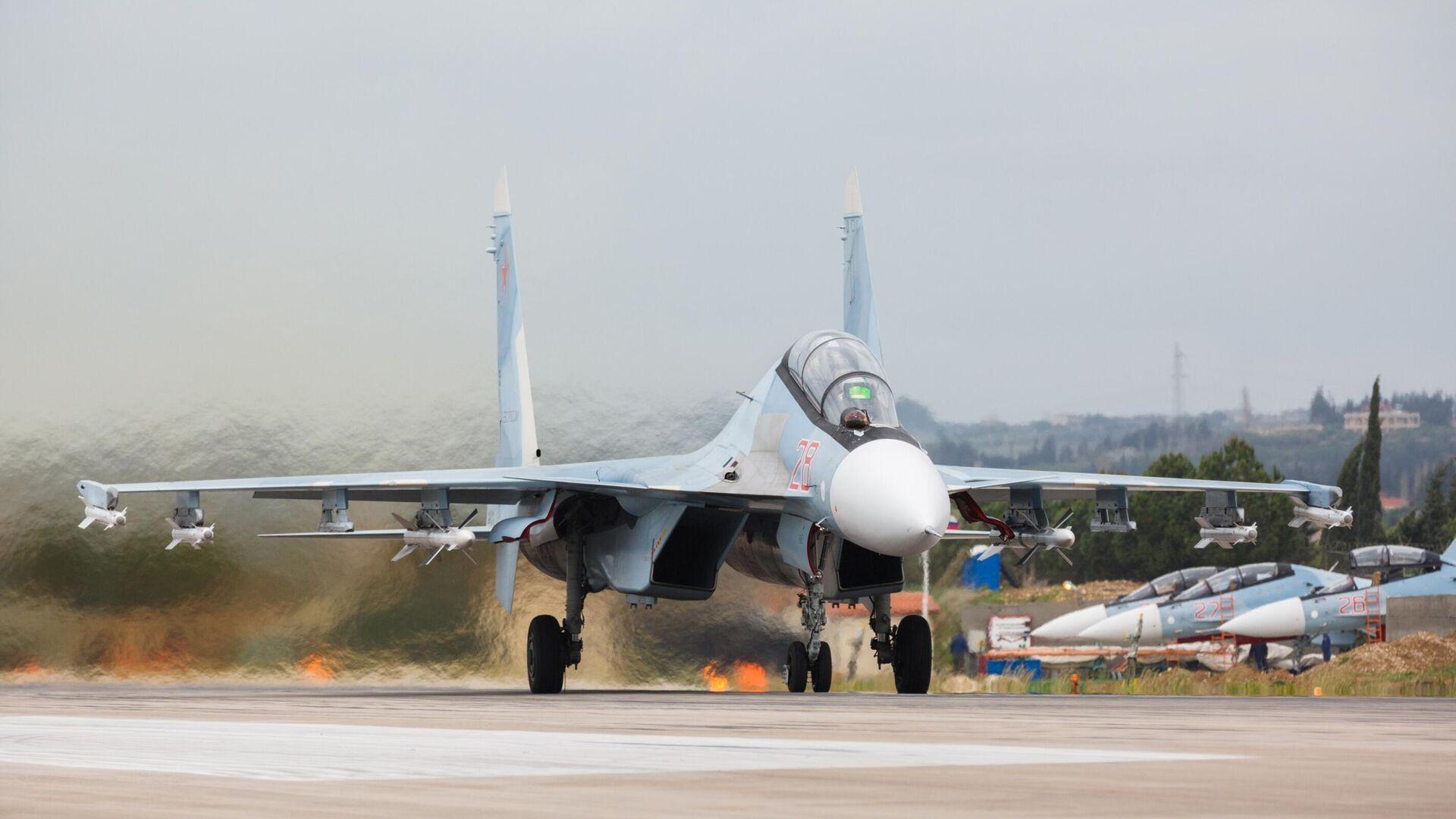 Истребители Су-27 ВКС России на авиабазе Хмеймим в Сирии - РИА Новости, 1920, 14.09.2020