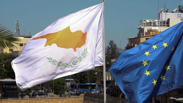 Флаги Кипра и ЕС в Никосии
