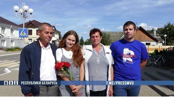 Юля, потерявшаяся 20 лет назад в электричке  Минск - Осиповичи, с родителями и другом, разыскавшим их