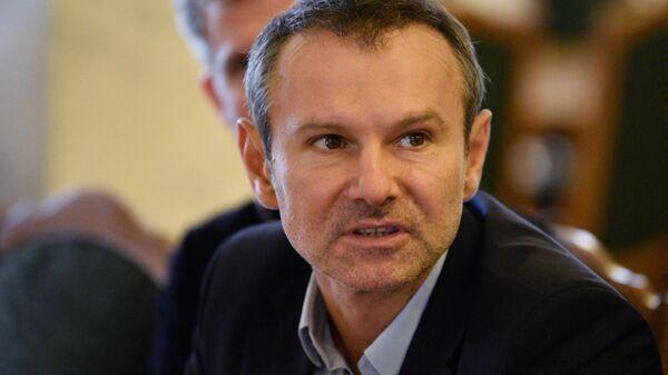 Народный депутат Святослав Вакарчук во время заседания Верховной Рады в Киеве