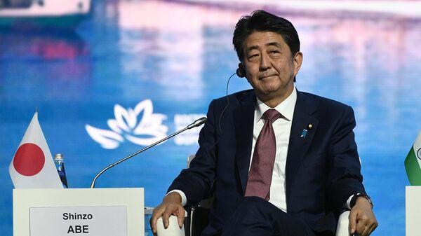 Премьер-министр Японии Синдзо Абэ на пленарном заседании V Восточного экономического форума