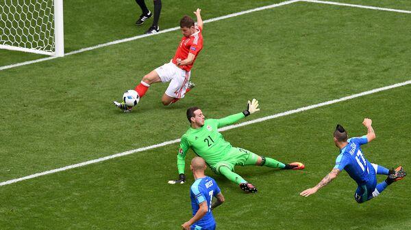 Бен Дэвис спасает сборную Уэльса от гола в матче со словаками