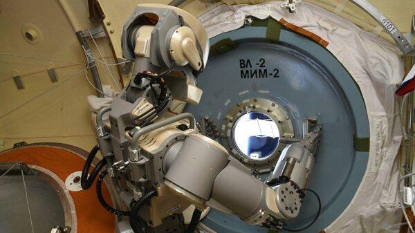 Антропоморфный робот Skybot F-850 на борту МКС