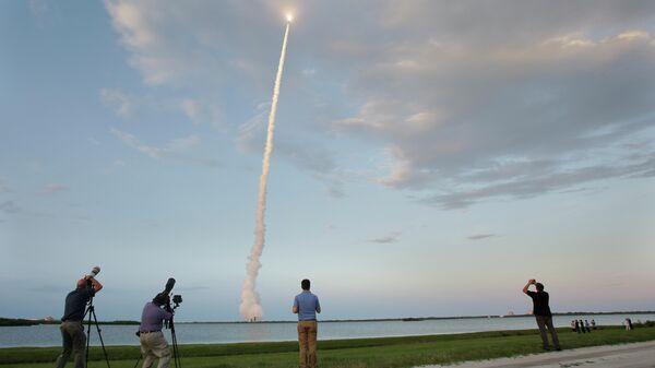 Запуск ракеты-носителя Delta IV с военным спутником с космодрома на мысе Канаверал, США
