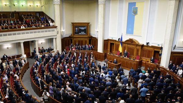 Депутаты на открытии заседания девятого созыва Верховной рады Украины в Киеве