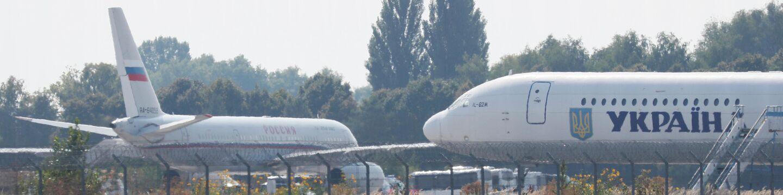 Российский и украинский самолеты в аэропорту Борисполя. 7 сентября 2019