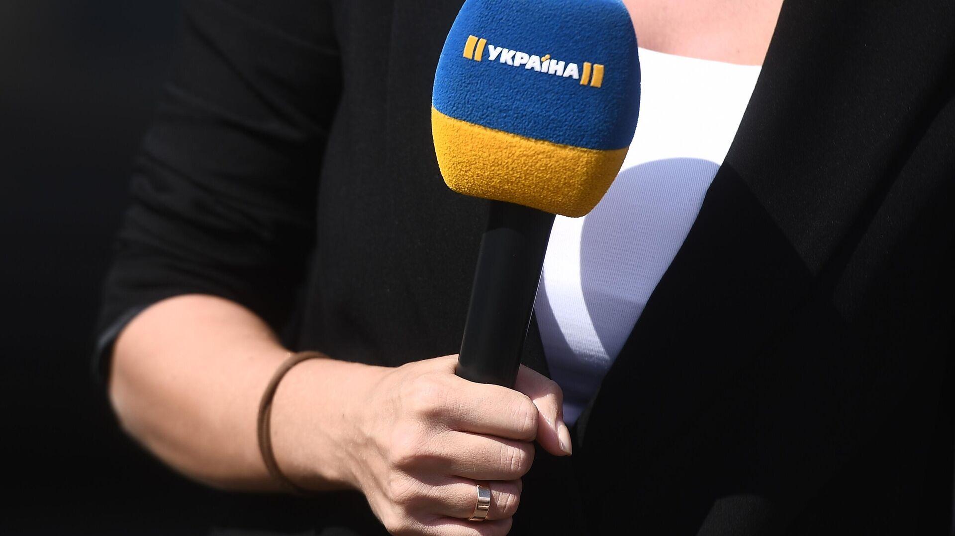 Корреспондент телеканала Украина у аэропорта Внуково ожидает прилета самолета с участниками договоренности об освобождении между Россией и Украино - РИА Новости, 1920, 03.02.2021