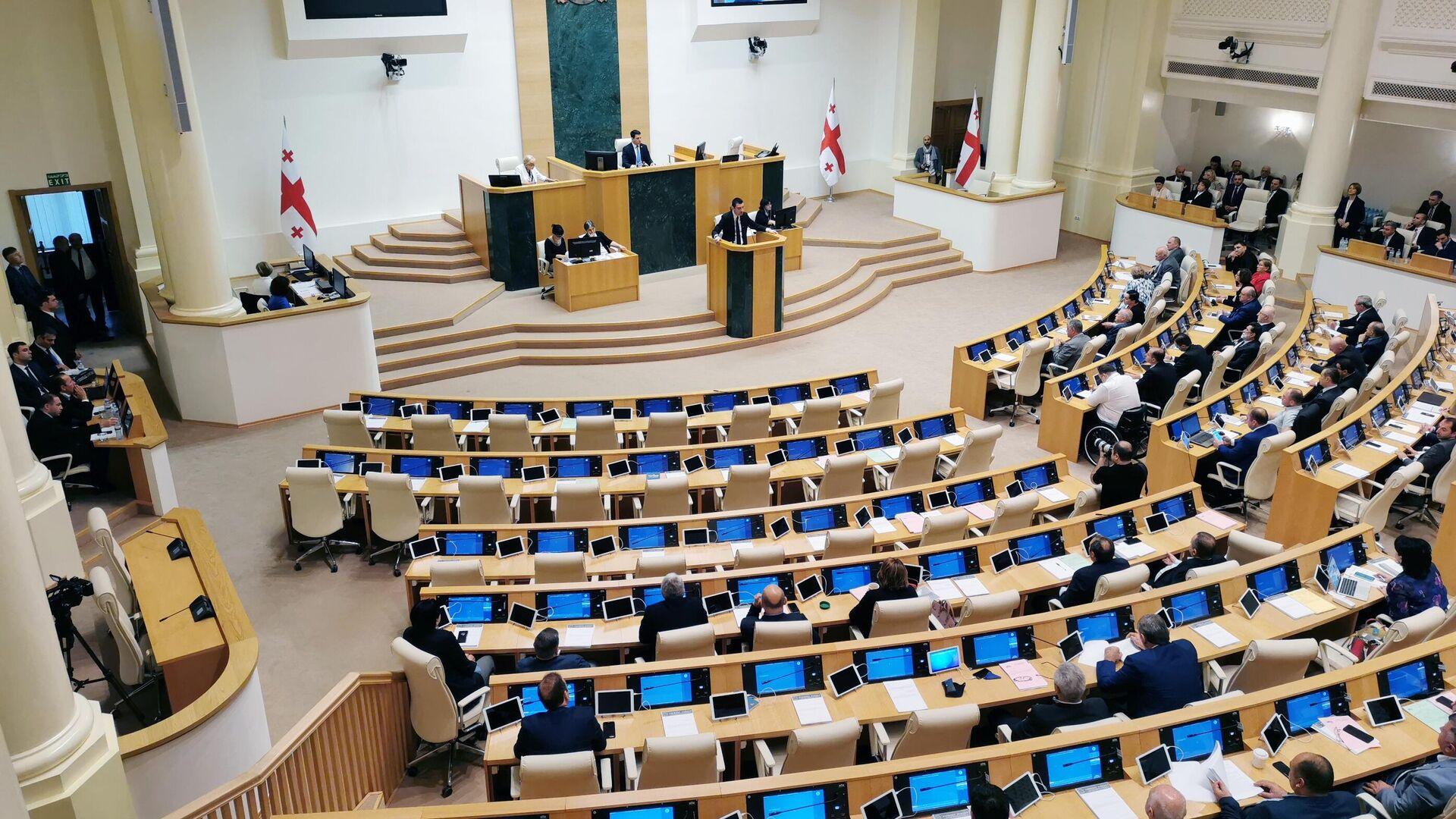 Кандидат на пост премьер-министра Георгий Гахария выступает на внеочередном заседании парламента Грузии - РИА Новости, 1920, 11.12.2020