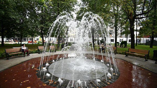 Фонтан в Новослободском парке в Москве