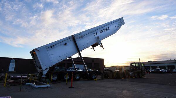 Транспортно-заряжающая машина межконтинентальной баллистической ракеты Minuteman III армии США