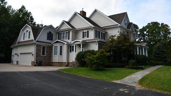 Дом в Стаффорде, где предположительно проживал бежавший в США Олег Смоленков