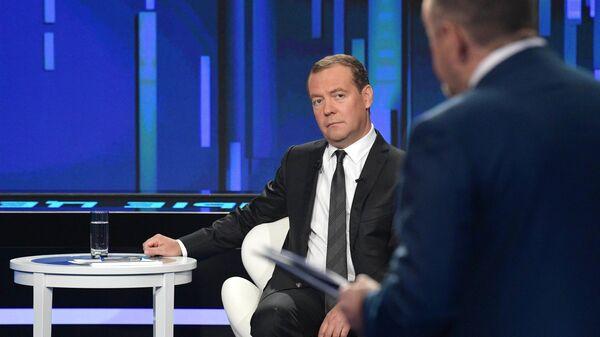 Председатель правительства Дмитрий Медведев принимает участие в программе Диалог на канале Россия 24