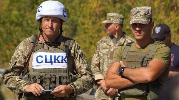 Члены совместного центра контроля и координации прекращения огня и стабилизации обстановки на Юго-Востоке Украины