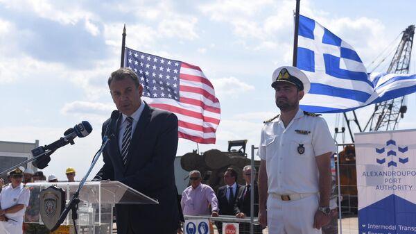 Посол США в Греции Джеффри Пайетт во время посещения порта Александруполис