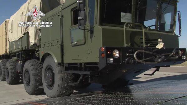 Погрузка в самолет Министерства обороны РФ компонентов зенитной ракетной системы С-400, предназначенных для доставки в Турцию.  15 сентября 2019