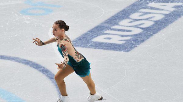 Ксения Синицына (Россия) выступает с произвольной программой женского одиночного катания Гран-при по фигурному катанию среди юниоров в Челябинске.
