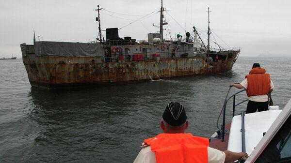Приморские пограничники задержали иностранную шхуну в Японском море