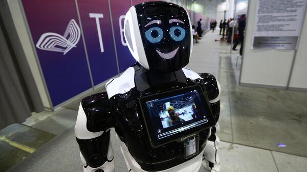 Робот Promobot V.4 на выставке технологического развития в рамках международного форума Технопром-2019 в Новосибирске