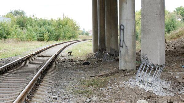 Последствия подрыва моста в Луганске