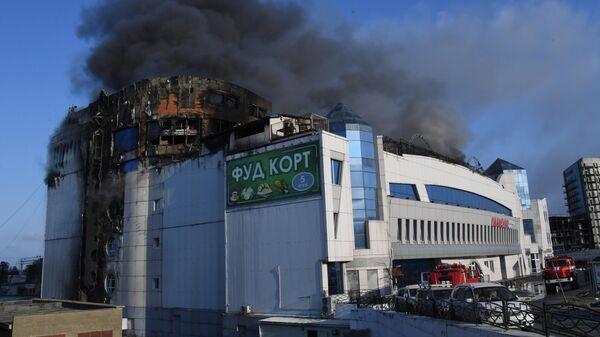 Пожар в ТЦ Максим во Владивостоке