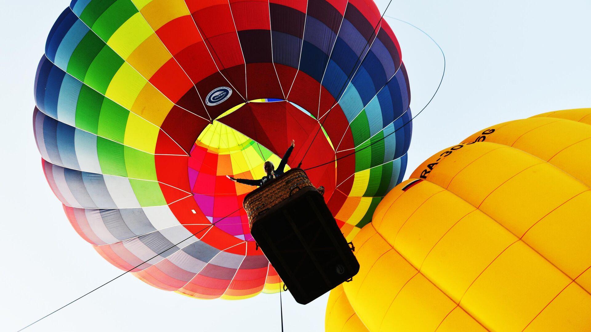 В Сочи воздушный шар с людьми упал в море