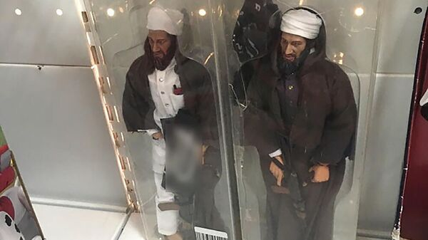 Фигурки лидера Аль-Каиды Усамы бен Ладена в одном из магазинов Ставрополя