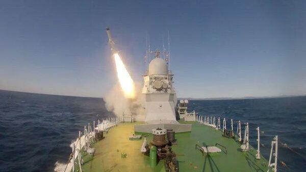 Первый пуск ракеты Уран по дрейфующей цели в Японском море
