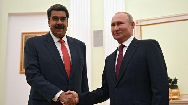 Президент России Владимир Путин и президент Венесуэлы Николас Мадуро во время встречи