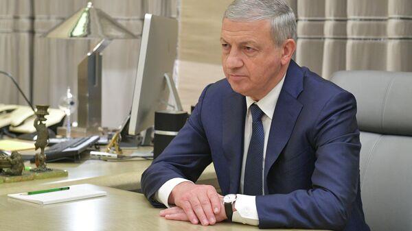 Глава Республики Северная Осетия - Алания Вячеслав Битаров во время встречи с председателем правительства РФ Дмитрием Медведевым