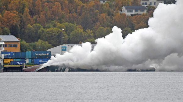 Пожар на российском траулере Бухта Наездник в порту Тромсё, Норвегия. 26 сентября 2019