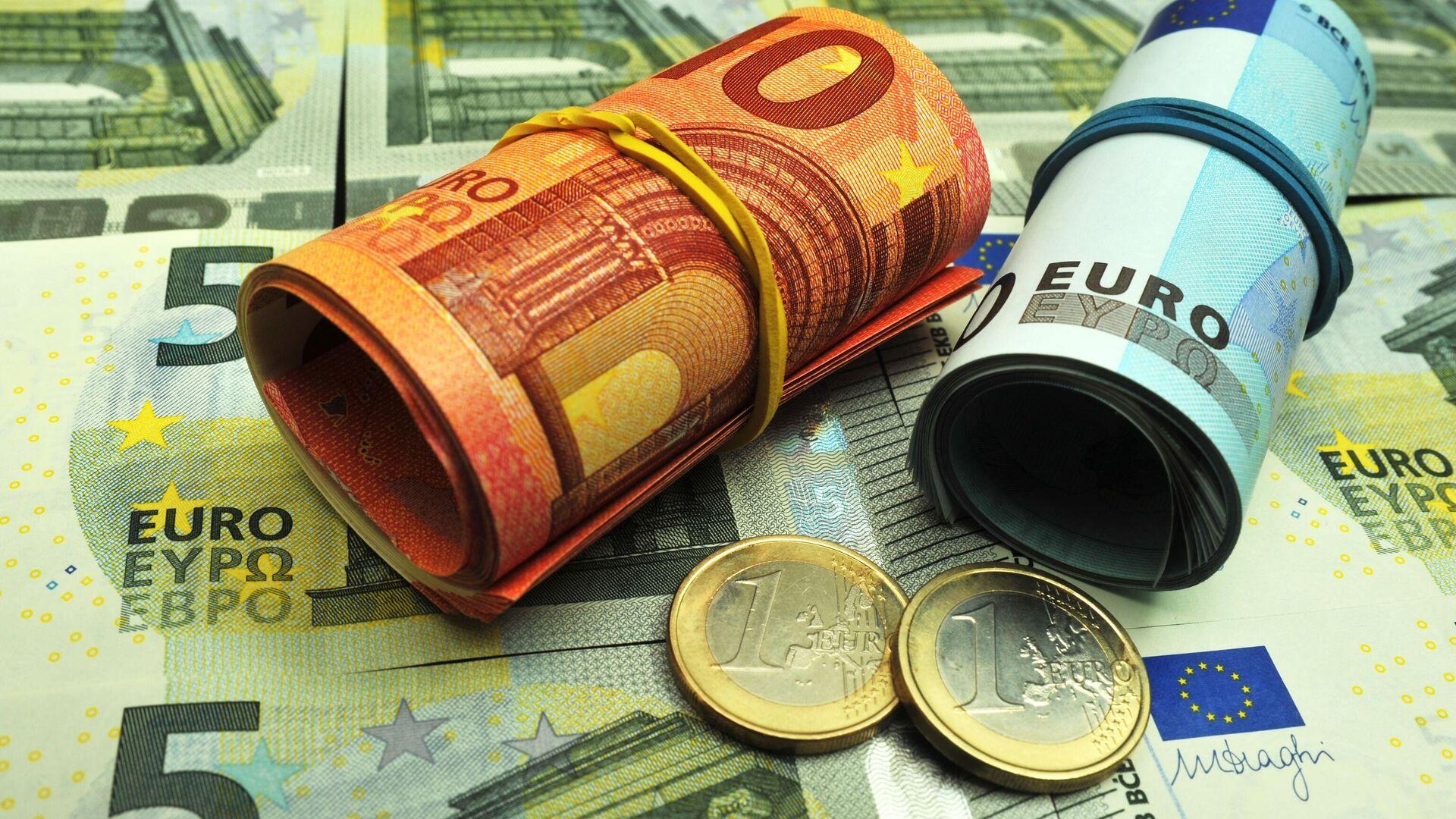 Банкноты и монеты евро различного достоинства - РИА Новости, 1920, 15.09.2021