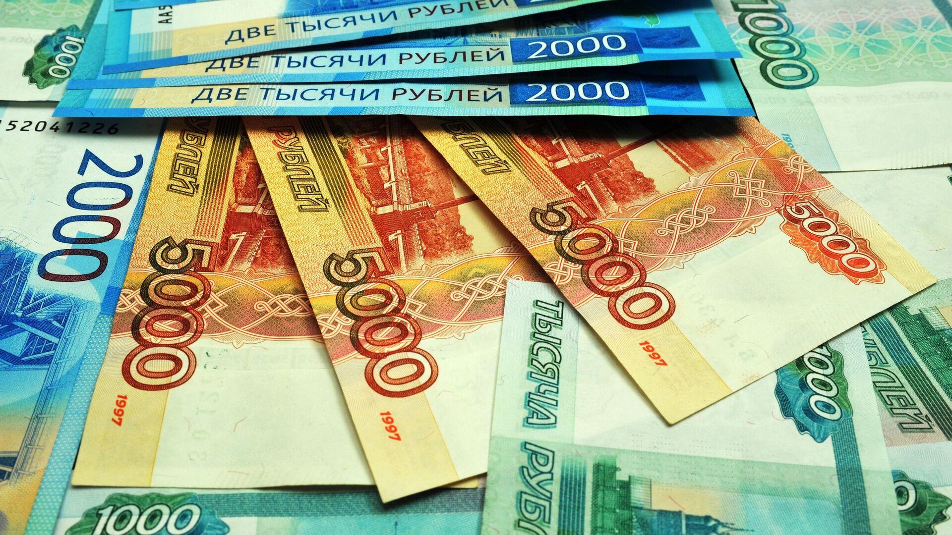 Банкноты номиналом 1000, 2000 и 5000 рублей - РИА Новости, 1920, 06.03.2020