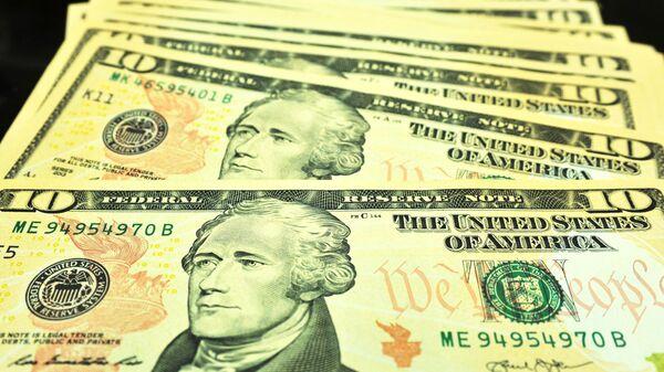 Банкноты номиналом 10 долларов США.