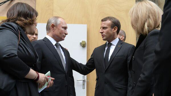 Президент России Владимир Путин и президент Франции Эммануэль Макрон на церемонии прощания с бывшим президентом Франции Жаком Шираком