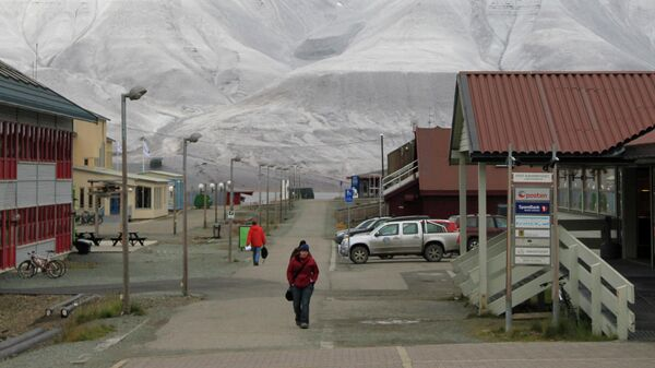 Улица норвежского поселка Лонгйир на архипелаге Шпицберген