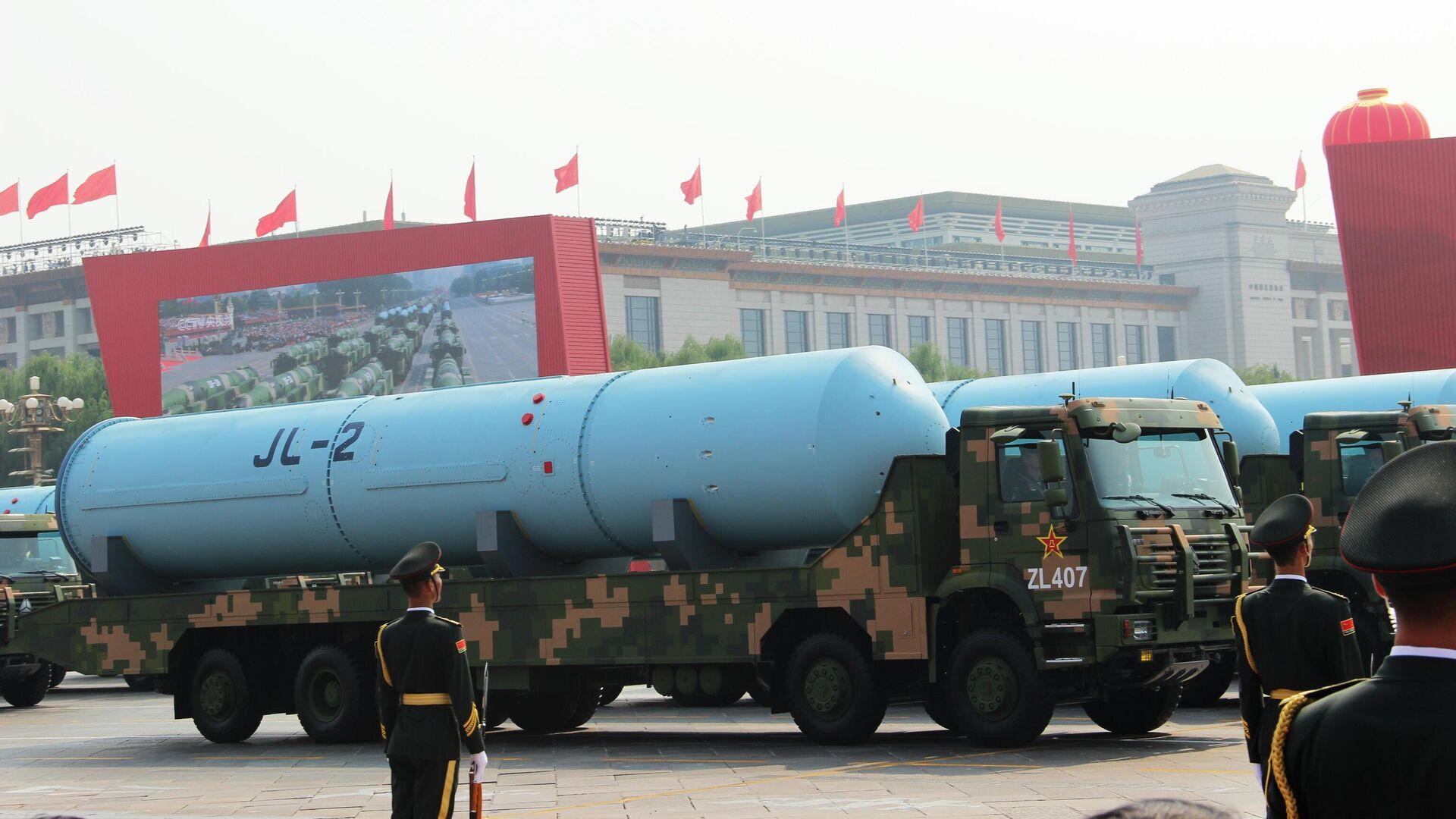 Двухступенчатая твердотопливная баллистическая ракета JL-2 (Цзюйлан) на военном параде, приуроченном к 70-летию образования Китая, в Пекине - РИА Новости, 1920, 25.09.2021