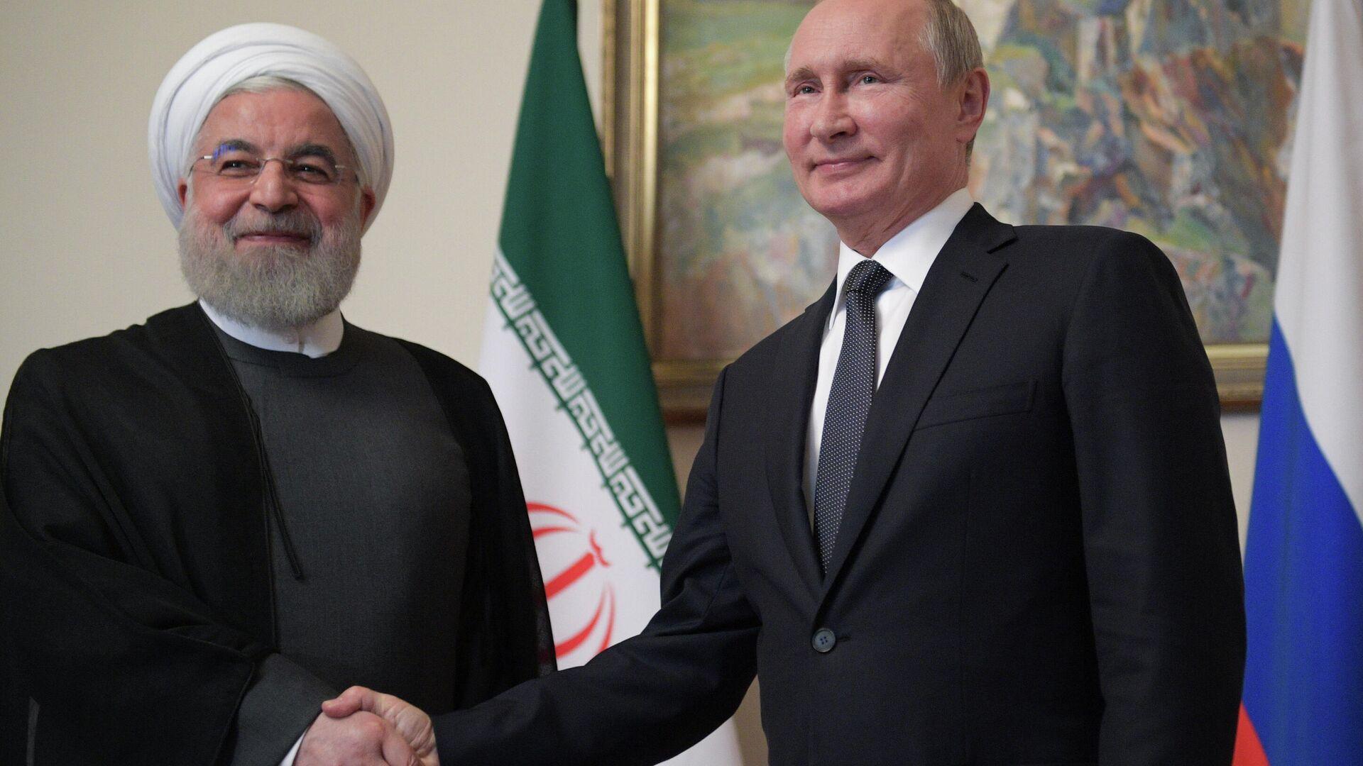 Президент РФ Владимир Путин и президент Исламской Республики Иран Хасан Роухани во время встречи в рамках саммита ЕАЭС - РИА Новости, 1920, 10.10.2020