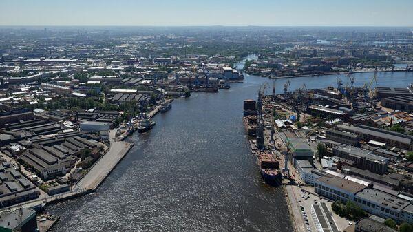 Порт на Неве в Санкт-Петербурге