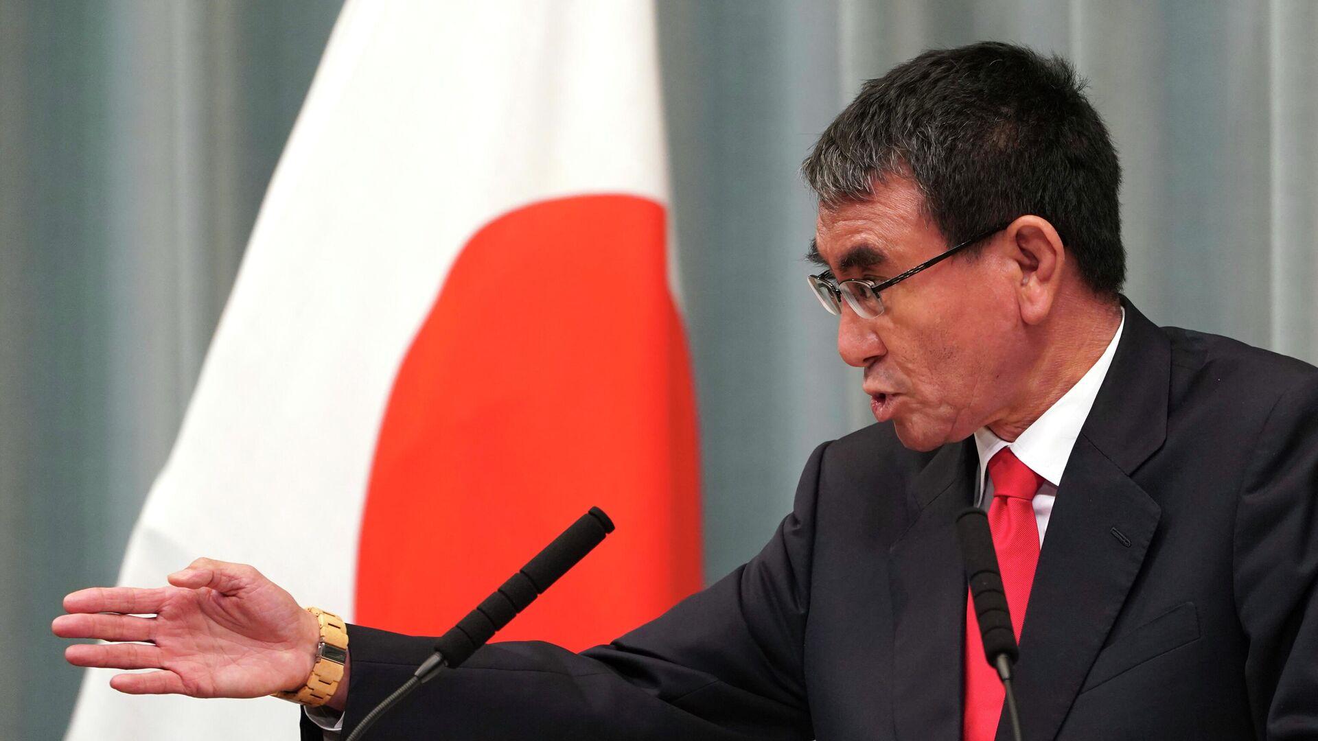 Министр обороны Таро Коно выступает на пресс-конференции в Токио. 11 сентября 2019 - РИА Новости, 1920, 17.09.2021