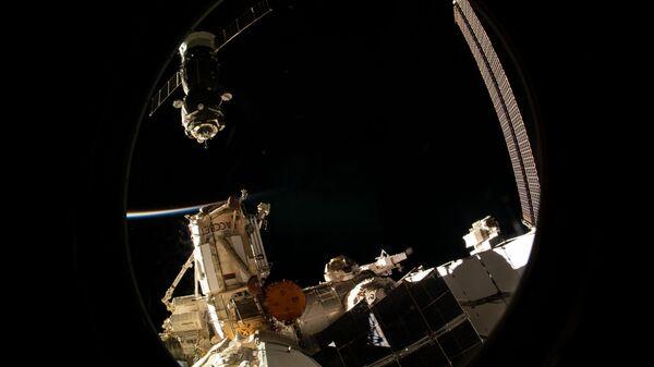 Пилотируемый корабль Союз МС-12 отстыковался от Международной космической станции