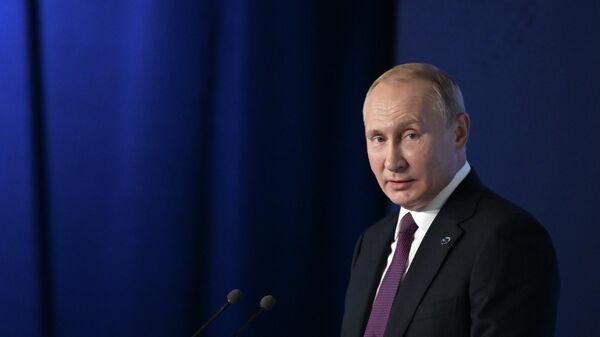 Президент РФ Владимир Путин выступает на пленарной сессии заседания Международного дискуссионного клуба Валдай