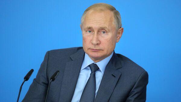 Президент РФ Владимир Путин проводит первое расширенное заседание наблюдательного совета платформы Россия - страна возможностей на базе образовательного центра Сириус в Сочи