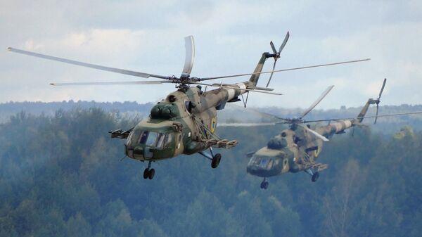 Вертолеты Ми-8 на Яворовском полигоне во Львовской области, Украина