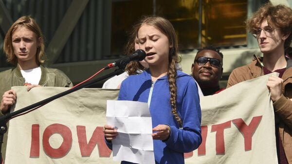 Экоактивистка Грета Тунберг на климатической забастовке в Айова-Сити, штат Айова